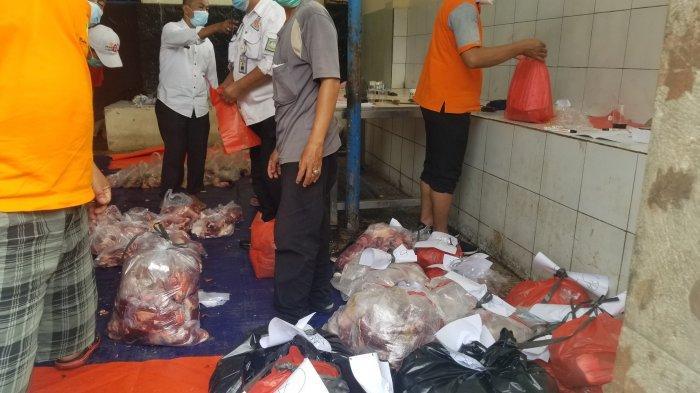 Rumah Pemotongan Hewan (RPH) Bayur, di Kota Tangerang yang mengalami penurunan jumlah hewan kurban dari tahun ke tahun semenjak pandemi Covid-19, Rabu (21/7/2021).