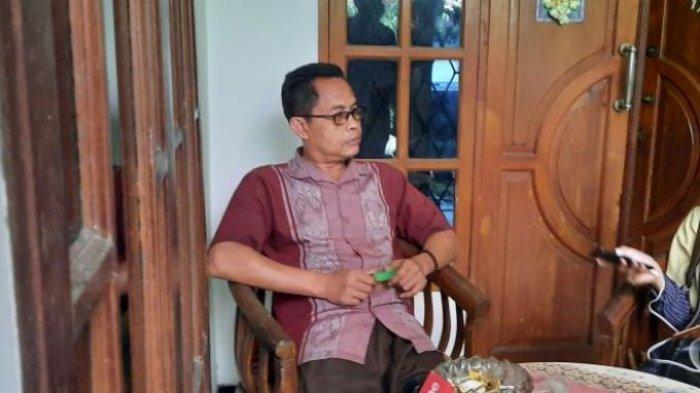 Ketua Rukun Tetangga (RT) 003 Kasdi saat ditemui di Kel. Kelapa Dua Wetan, Kecamatan Ciracas, Jakarta Timur, Kamis (1/4/2021).