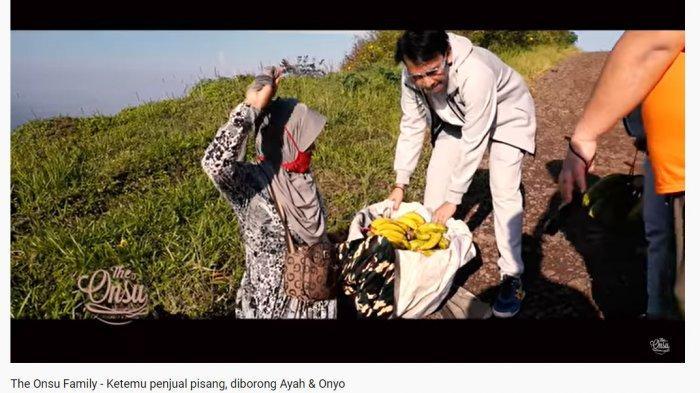 Bertemu Nenek Penjual Pisang di Jalan Menanjak, Ruben Onsu Iba dan Langsung Lakukan Ini: Enggak Tega
