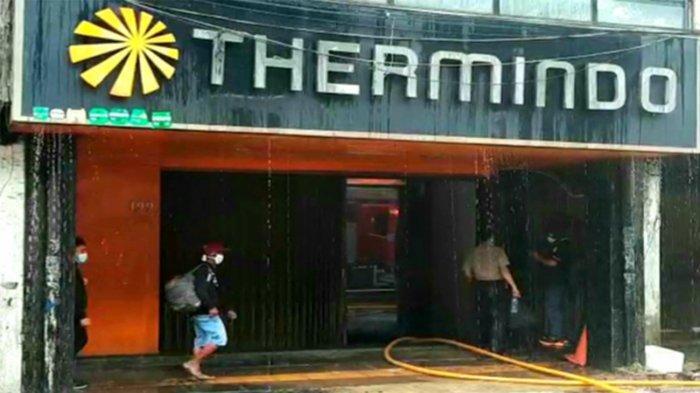 Si jago merah membakar rumah toko (ruko) yang memiliki empat lantai di kawasan Glodok, JalanGajah Mada Nomor 199, RT 03 RW 04, Kelurahan Glodok, Kecamatan Tamansari, Jakarta Barat, Selasa (14/9/2021) pagi.