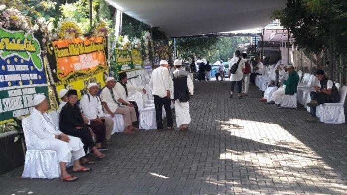 Rumah Ustaz Arifin Ilham di Sentul Mulai Didatangi Pelayat