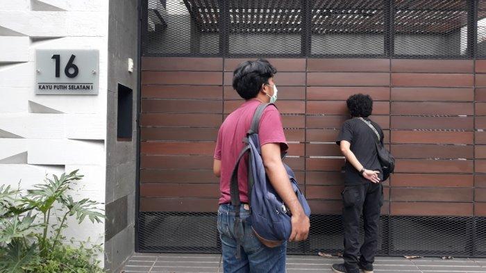 Tampak depan rumah diduga milik anggota DPR RI fraksi PDIP Ihsan Yunus di Pulogadung, Jakarta Timur, Rabu (24/2/2021).