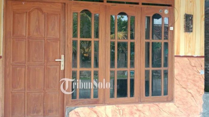 Rumah kontrakan di Sragen, yang disewa oleh Mia alias Tarmiati, penggelar arisan bodong dengan jumlah lebih Rp 1 miliar.