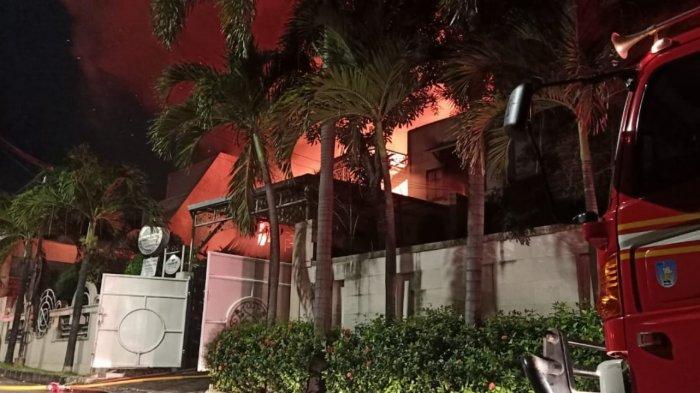 Rumah Mewah di Kebayoran Lama Hangus Terbakar, Dua Orang Meninggal Dunia Diduga Terjebak di Kamar