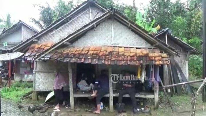 Tinggal di Gubuk yang Hampir Rubuh, Gadis 16 Tahun di Banten Hidup Mandiri Tanpa Ayah dan Ibu