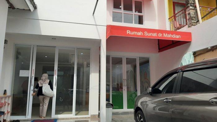 Suasana di Rumah Sunat dr Mahdian Cabang Bintaro, Pondok Aren, Tangerang Selatan, Selasa (9/9/2020)