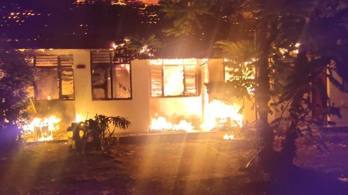 Si Jago Merah Berkobar Hebat Hanguskan Sebuah Rumah di Pondok Labu, 12 Unit Mobil Damkar Dikerahkan