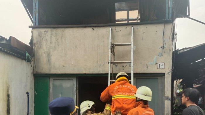 Diduga Akibat Tabung Gas Bocor, Sebuah Rumah di Pesanggrahan Ludes Terbakar