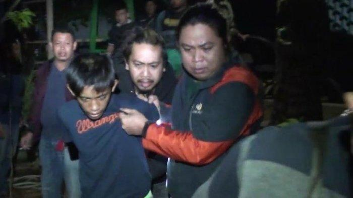 RZ (16), pelaku pembunuhan terhadap Jamal (35) yang mayatnya ditemukan dalam karung dibekuk Tim Anti Bandit Polres Gowa di tempat persembunyiannya di wilayah Kecamatan Tompobulu, Kabupaten Maros, Sulawesi Selatan. Senin, (8/3/2021).