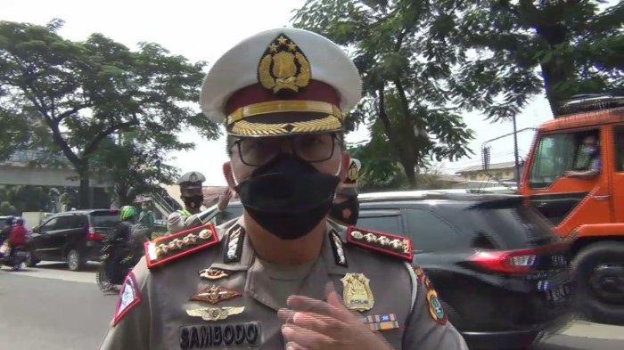 Dirlantas Polda Metro Jaya, Kombes Pol Sambodo Purnomo Yogo saat memantau situasi di PN Jakarta Timur, Jumat (19/3/2021l