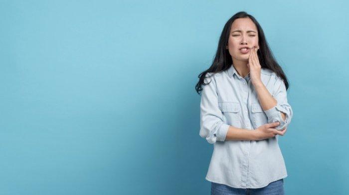 3 Cara Mengobati Gusi Bengkak akibat Gigi Berlubang, Kamu Patut Catat!