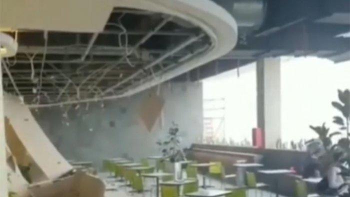 Salah satu restoran terdampak plavon ambruk di Margo City Mall, Kota Depok, Sabtu (21/8/2021) sekitar pukul 16.30 WIB.