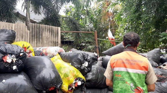 Sampah di TPS 3R Malaka Selatan RW 09 Pondok Kelapa, Duren Sawit, Jakarta Timur, Selasa (2/3/2021).