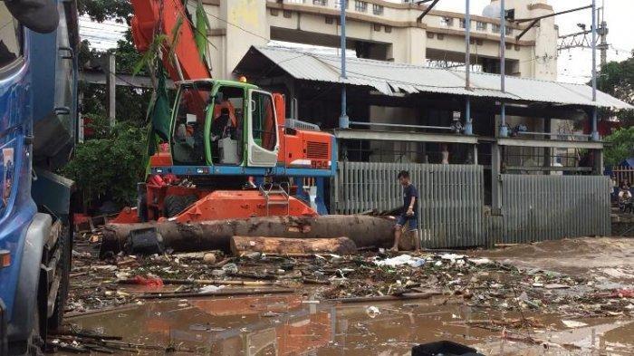 Pascahujan Deras, Dinas Lingkungan Hidup DKI Angkut 435 Meter Kubik Sampah