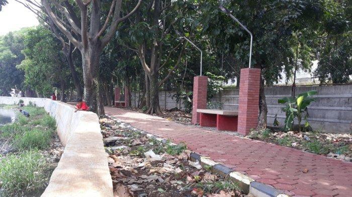 Warga Keluhkan Tumpukan Sampah Dekat Jogging Track di Situ Pedongkelan