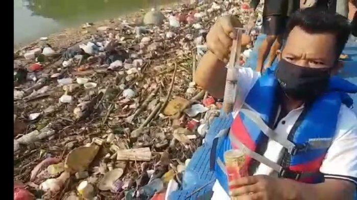 Sampah Medis Menumpuk di Sungai Cisadane Kota Tangerang
