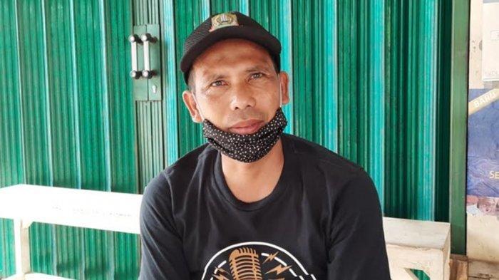 Melihat 'Lockdown Lokal' Kampung Jaha Jatiasih Bekasi, Hanya Sisakan Satu Akses Jalan Masuk - samsudin-panji-ketua-rw-011-kampung-jaha-kecamatan-jatiasih-kota-bekasi.jpg