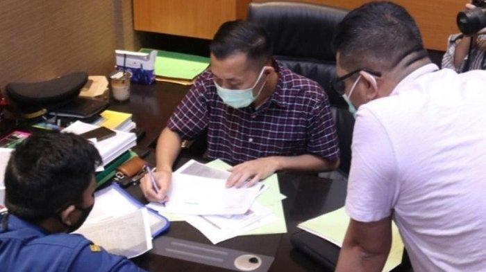 Sandi Petugas Damkar Depok Disodorkan 35 Pertanyaan Terkait Pengadaan Sepatu yang Diduga Dikorupsi