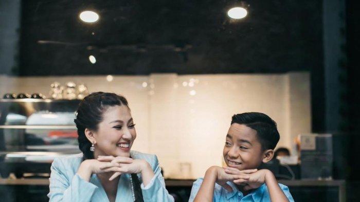 Sikap Betrand Peto Berubah Terciduk Disuapin Sarwendah di Lokasi Syuting, Istri Ruben Onsu Tertawa