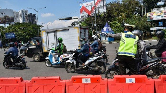 Ada Seruan Aksi Jokowi End Game Saat PPKM Level 4 di DKI, Polisi Tutup Jalan Menuju Istana Negara