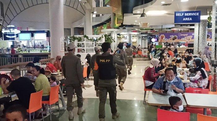 Satpol PP Sidak Kerumunan Warga Buka Puasa Bersama di Mal Kelapa Gading