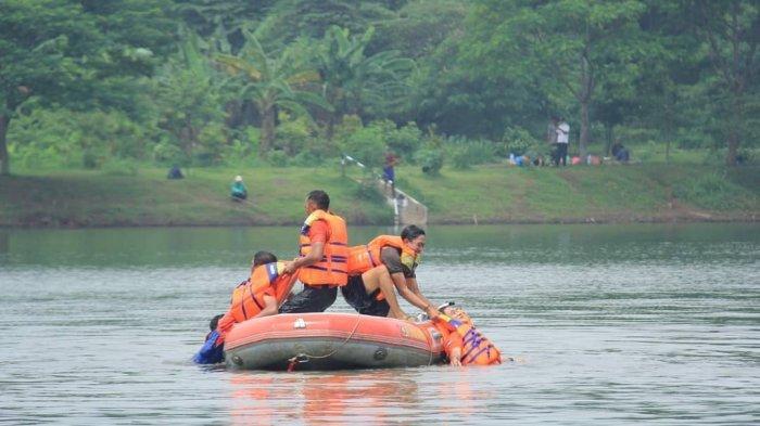 Anggota Satpol PP dan PPSU Ikuti Pelatihan Evakuasi Korban Banjir di Waduk Setu