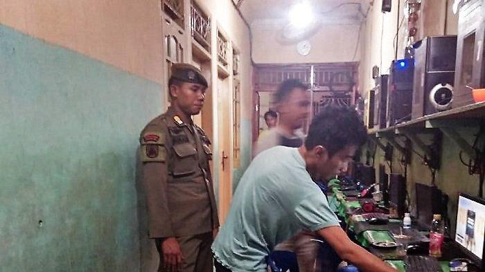 Antisipasi Pelajar Main Game, Satpol PP Jakarta Barat Gencar Razia Warnet dan Rental PS