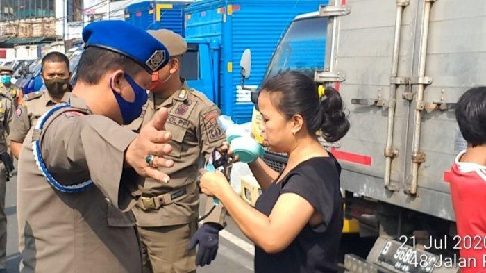 Satpol PP DKI Siap Jemput Warga yang Ngotot Isolasi Mandiri di Rumah