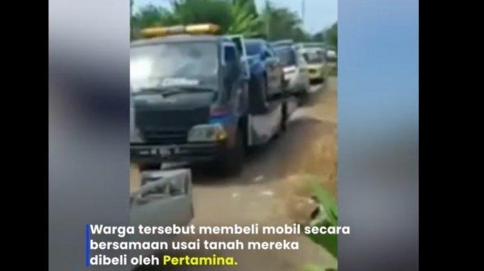 Video yang memperlihatkan puluhan mobil baru diantar ke sebuah desa di Tuban, Jawa Timur viral di media sosial.