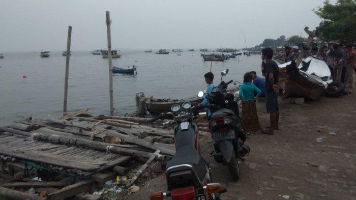 Tim rescue dari Kantor Pencarian dan Pertolongan Jakarta menuju lokasi kejadian untuk melakukan operasi SAR kepada satu nelayan yang belum ditemukan di Perairan Tanjung Pasir, Kabupaten Tangerang, Kamis (12/11/2020).