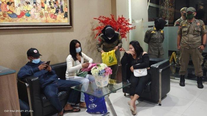 Sebanyak enam perempuan pekerja seks komersial (PSK) terjaring razia Satpol PP Kabupaten Bogor.