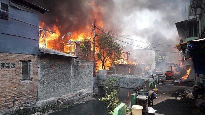 Bocah 3 Tahun Main Korek Api, Puluhan Rumah di 5 RT Taman Sari Terbakar, Ratusan Orang Mengungsi