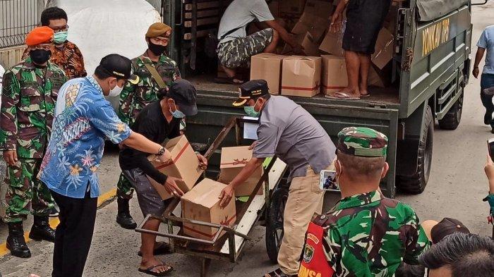 Sehari Jelang PSBB DKI, 18.000 Paket Sembako Dibagikan untuk Warga Penjaringan