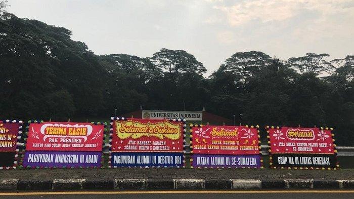 Belasan Karangan Bunga Sindiran untuk Rektor UI Berjejer di Pinggir Jalan Komjen Pol M Jasin Depok