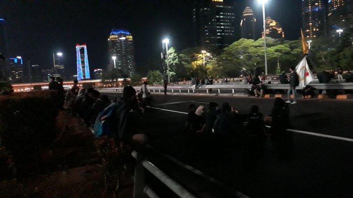 Meski Dipukul Mundur Polisi, Massa Aksi Demo Masih Bertahan di Sekitar Semanggi