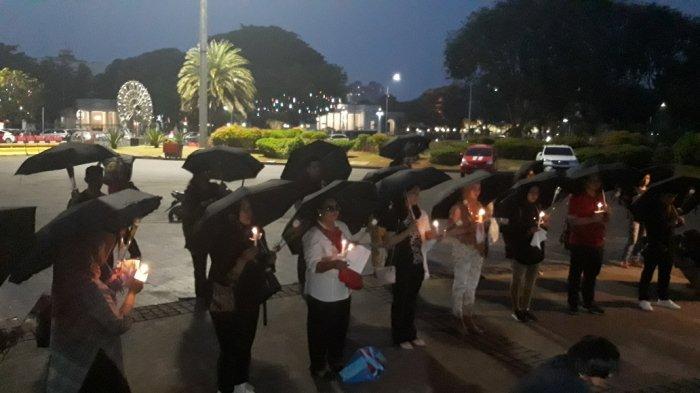 Sejumlah Orang Gelar Doa Bersama untuk Wamena di Seberang Istana Merdeka