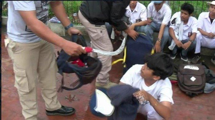 Hendak Tawuran, Polisi Amankan 12 Pelajar SMK di Kramat Jati