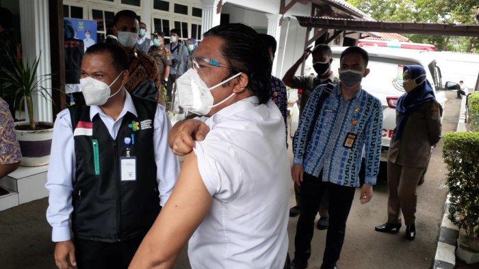 Orang Ketiga di Banten Jadi Pertama Terima Vaksin Covid-19, Gubernur dan Wagub Tak Penuhi Syarat