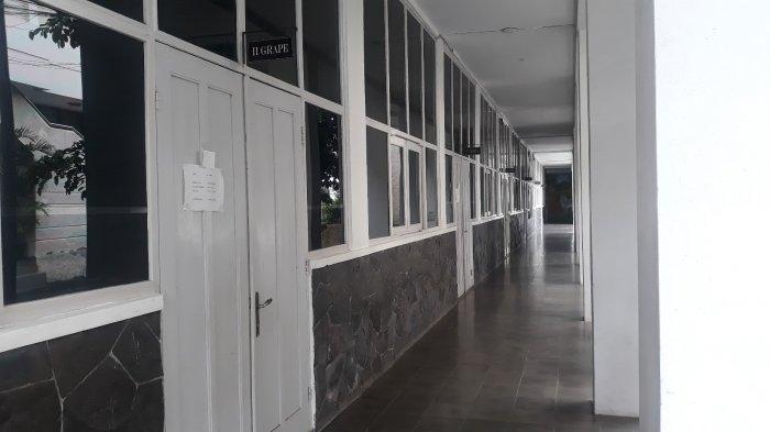 Lorong Sekolah Santo Fransiskus Asisi di Jalan KH Ramli, Menteng Dalam, Tebet, Jakarta Selatan pada Selasa (9/3/2021).
