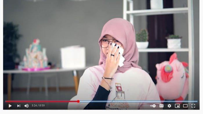 Sambil Menangis, Seleb TikTok Juy Putri Ungkap Alasan Gelar Pesta Ultah yang Berujung Denda PPKM