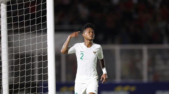 Selebrasi bek sayap timnas U-19 Indonesia, Bagas Kaffa, setelah mencetak gol ke gawang Hong Kong dalam lanjutan Kualifikasi Piala Asia U-19 2020 di Stadion Madya, Jumat (8/11/2019).