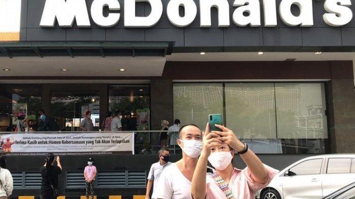 Sekedar Selfie atau Kenang Masa Lalu, Sejumlah Orang Kunjungi McDonald's Sarinah di Hari Terakhir