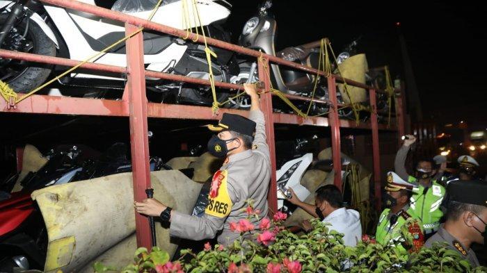 10 Pemudik Terciduk di GT Cikupa, Sembunyi Disela-sela Motor yang Diangkut Truk:Gagal Kelabui Polisi