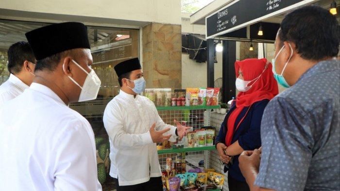 Wali Kota Tangerang Arief R Wismansyah meresmikan Sentra Oleh-Oleh Kota Tangerang yang berlokasi di Rest Area Km. 14 Tol Merak-Jakarta, Kecamatan Pinang, Jumat (9/4/2021).