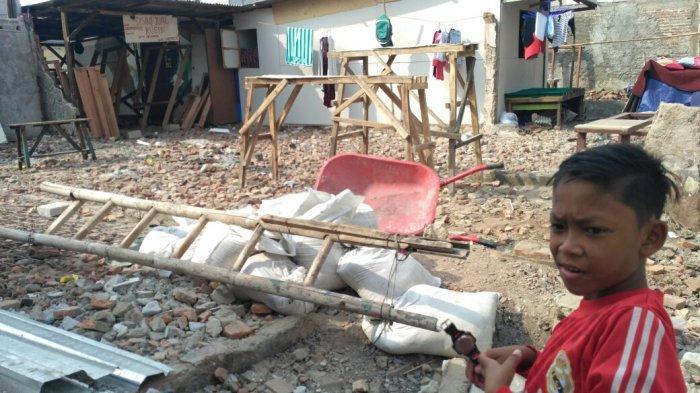 Warga Krukut Masih Perbaiki Rumahnya Pascakebakaran Maret Lalu