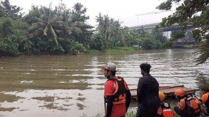Pemotor Tenggelam di Kali Bekasi Saat Putar Arah Keluar Tol Jakarta-Cikampek, Teman Korban Trauma