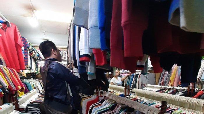 Pedagang Pakaian di Lantai 4 Pasar Baru Keluhkan Sepi Pembeli