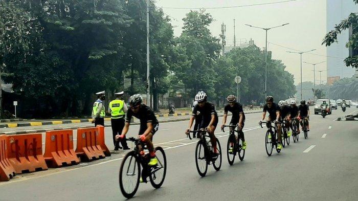 Pesepeda Road Bike Setuju Penghentian Uji Coba JLNT Kampung Melayu-Tanah Abang