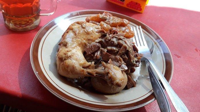 Gudeg Bu Tinah, Kuliner Khas Yogya di Pinggir Stasiun Gondangdia