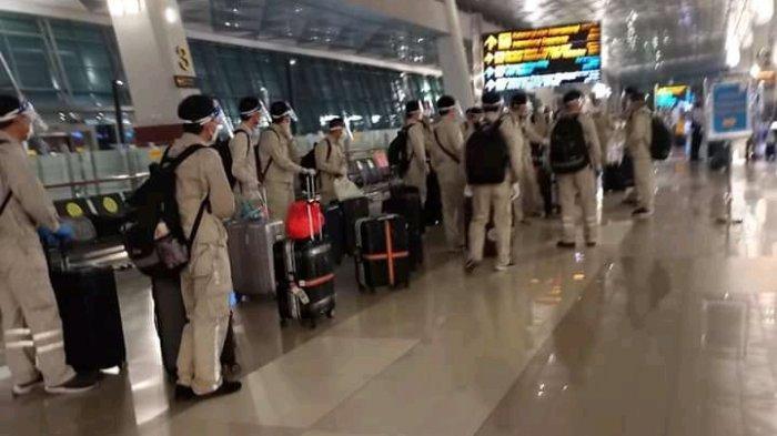 Viral Sekumpulan Orang Pakai Seragam Warna Coklat Mirip Militer di Bandara Begini Komentar Polisi